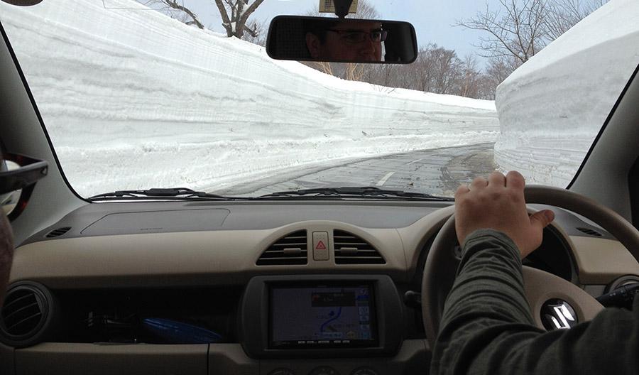 Akita_Snow_Road