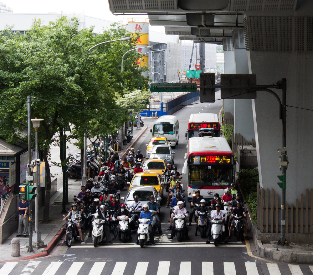 Scooters aplenty in Taipei.