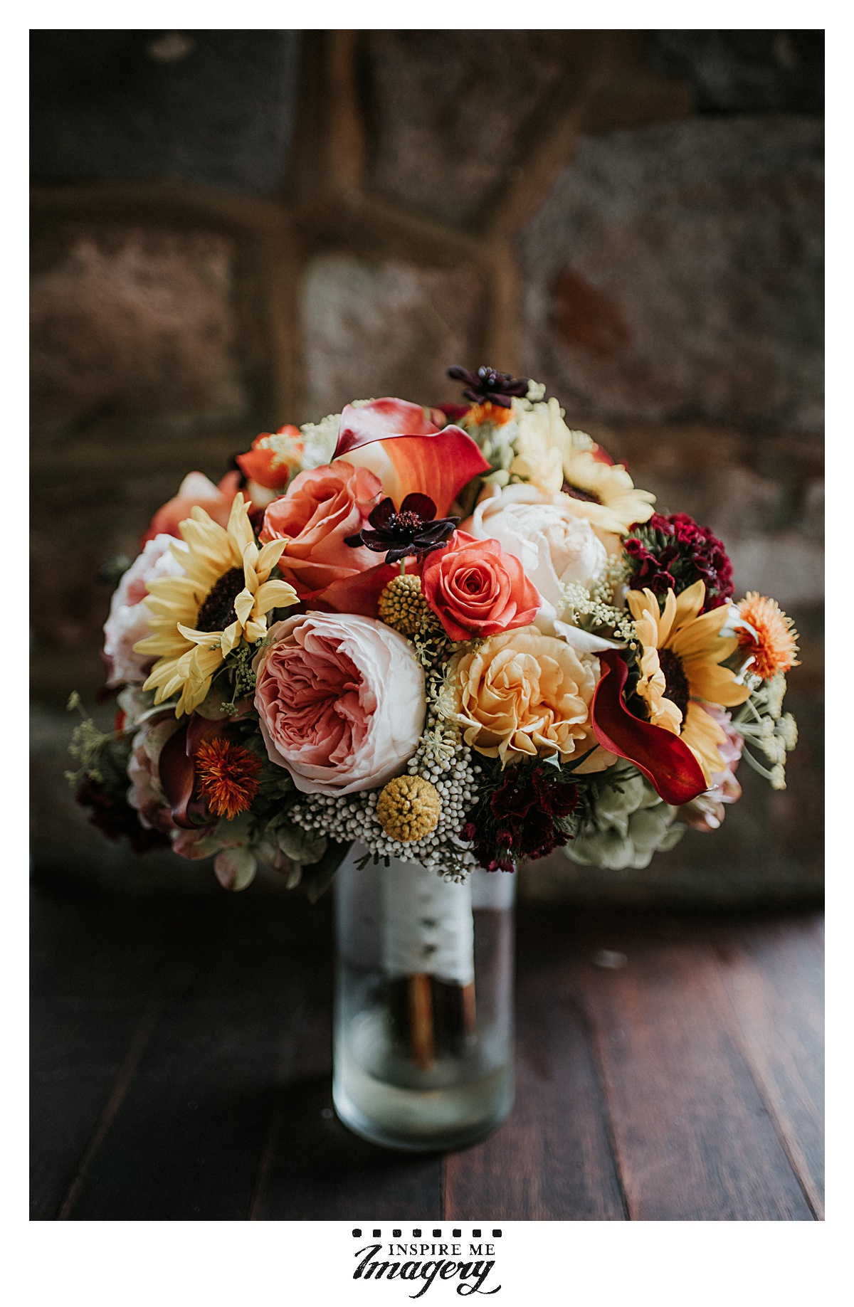 The color palettes for fall weddings are always so gorgeous with the rich reds, oranges, and purples.