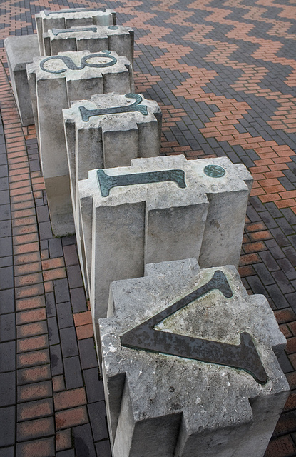 Gethin Thomas, Photograph of David Patten's  Industry and Genius: Monument to John Baskerville , in Centenary Square, Birmingham