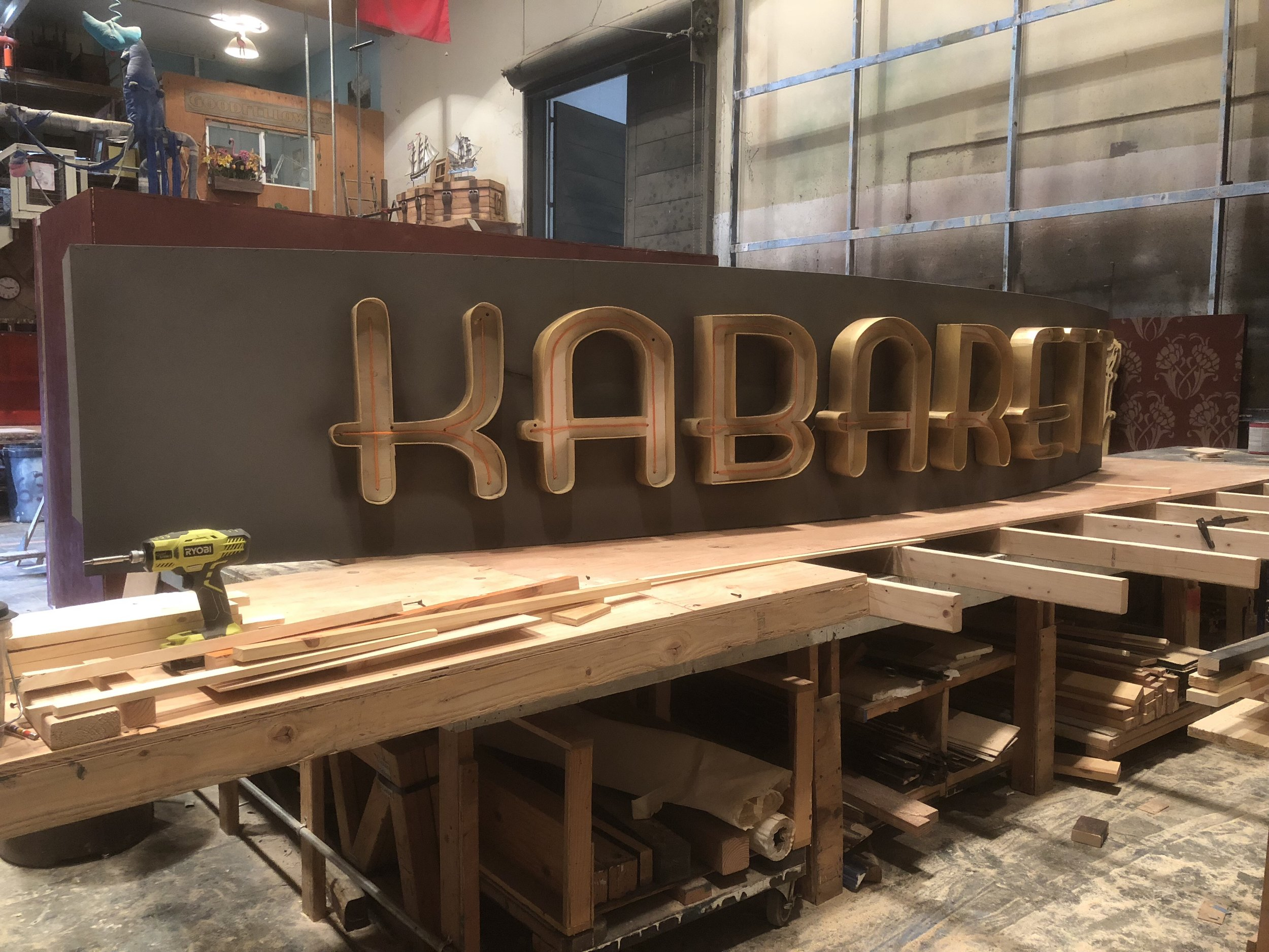 Kabaret sign
