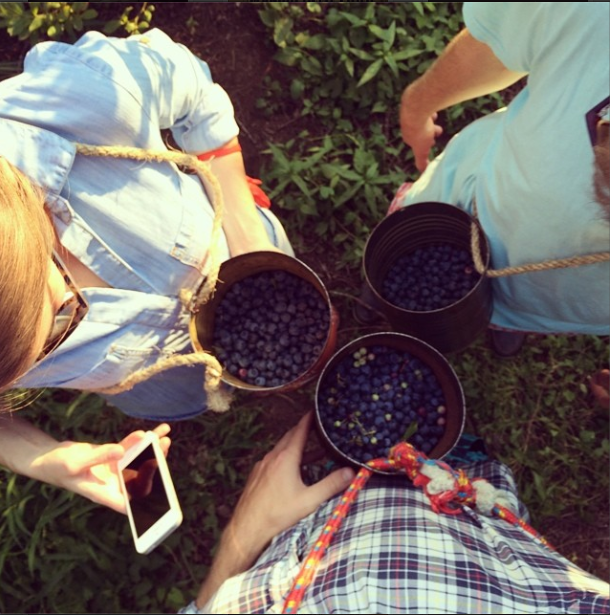 8/6/14  | Team #MTPtrain picking some fresh blueberries from a local farm in Corbett, Oregon for our participants to enjoy this evening.