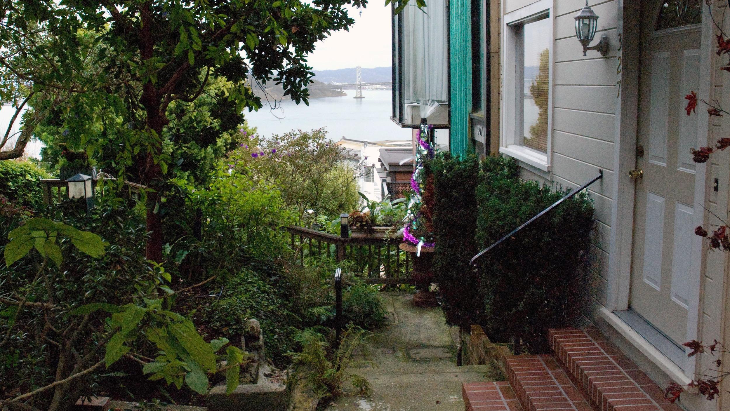 Petulia - Archie's Apartment, Exterior
