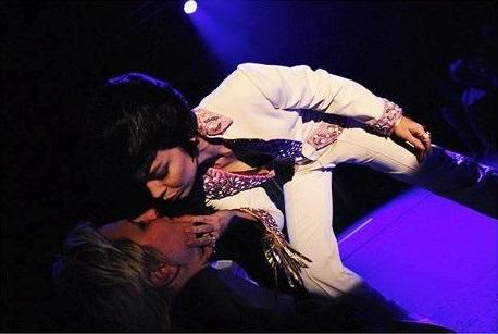 Diamond Back Annie - Elvis burlesque show in Bern - by Ben Zurbriggen