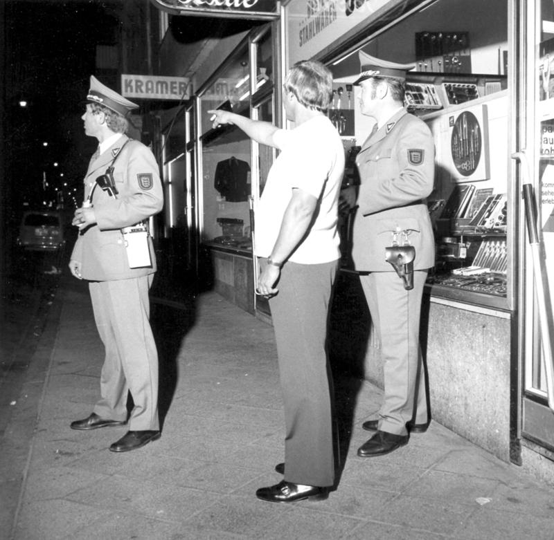 polizisten in der stadt.jpg