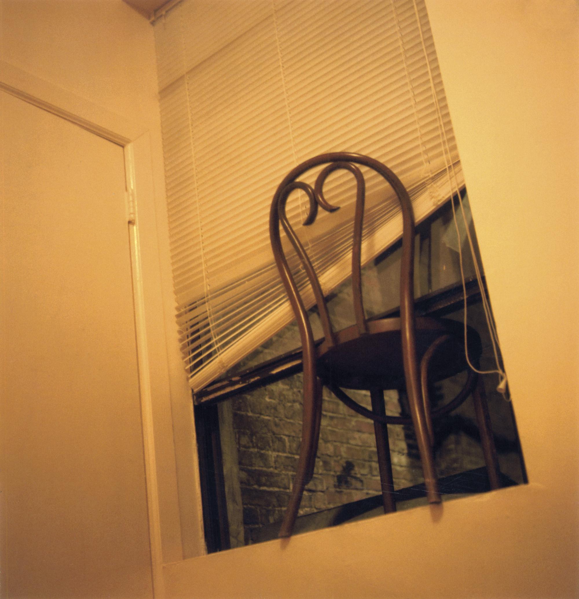 """""""Stuhl, Fenster, Sommer, Nachts"""", 2008 © Susa Templin; Courtesy Galerie Thomas Rehbein"""
