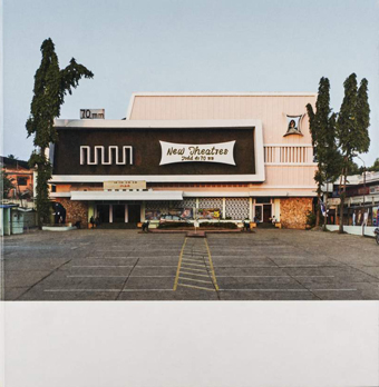 Haubitz+Zoche: Hybrid Modernism - Movie Theatres in South India   144 pages, 58 color photographs, hardcover, with texts by Rohan Shivkumar and S.V. Srinivas, Verlag Spector Books, Leipzig 2016 Design: Christian Lange German/English   42,00 €   This publication accompanies the exhibition:   HAUBITZ + ZOCHE   POSTCOLONIAL EPIPHANY - churches and cinemas in South-India  27.05. - 26.08.2018
