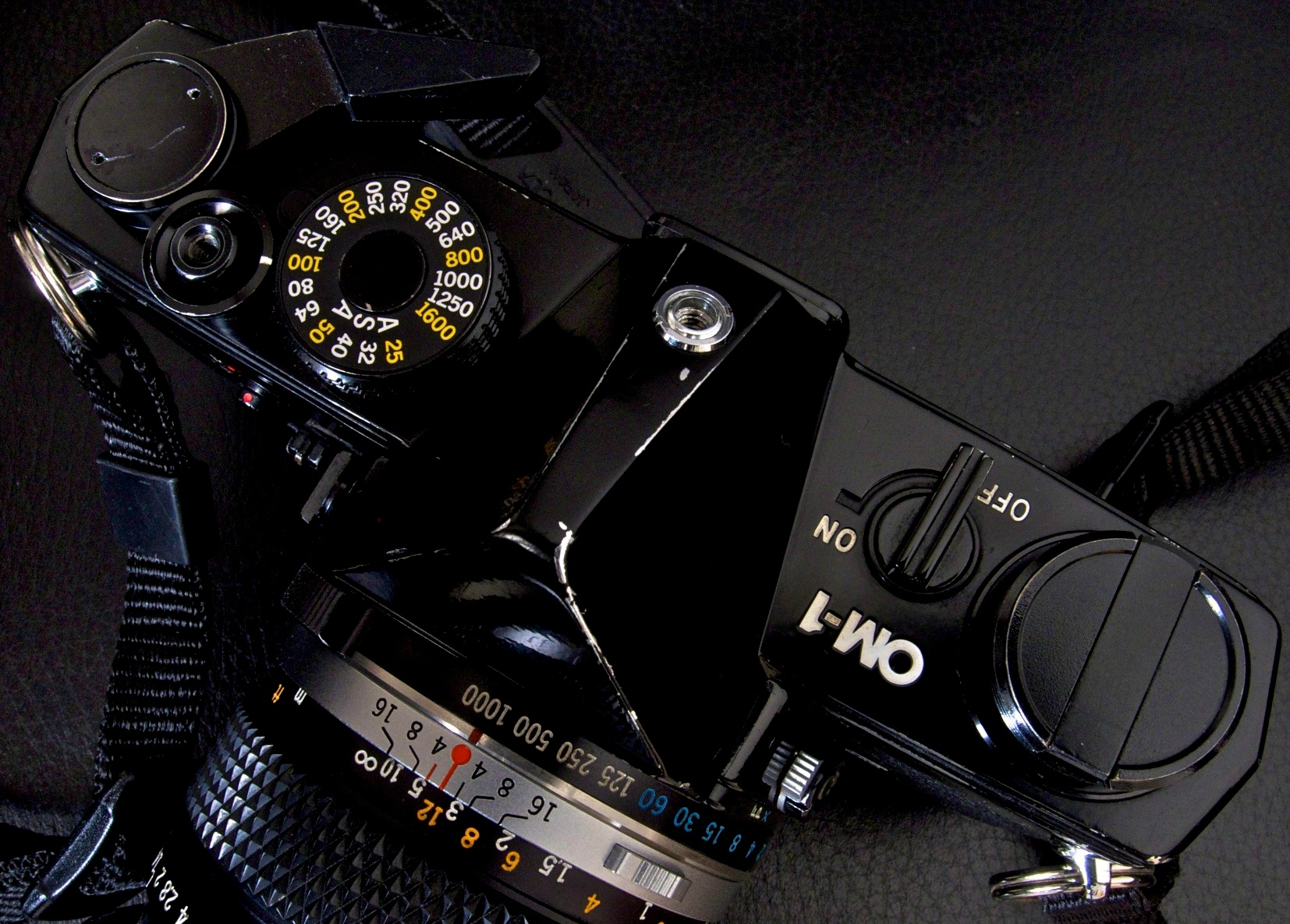 Wind on, threaded shutter release, ASA dial, detachable hot-shoe, on-off switch, foldaway rewind lever on the top plate and speed dial around lens throat...all you had to do was think, not remember where everything was.....