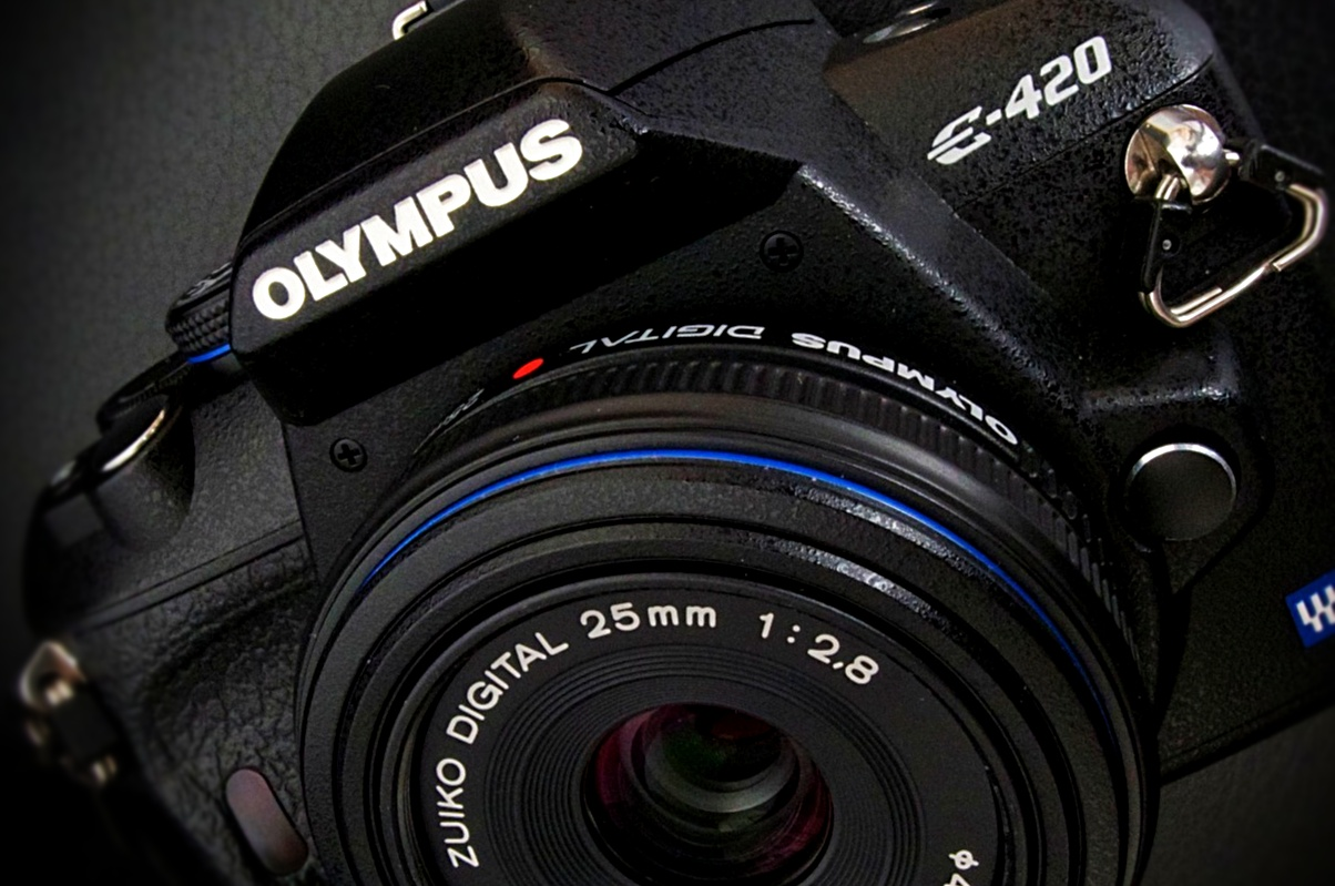 Announced in March 2008 and advertised as the 'World's Smallest and Lightest' DSLR,the 10MP Four-Thirds System E-420 came with a new Zuiko 25mm f2.8 Pancake lens, which made it a very compact and handy casual travel unit. G21506175
