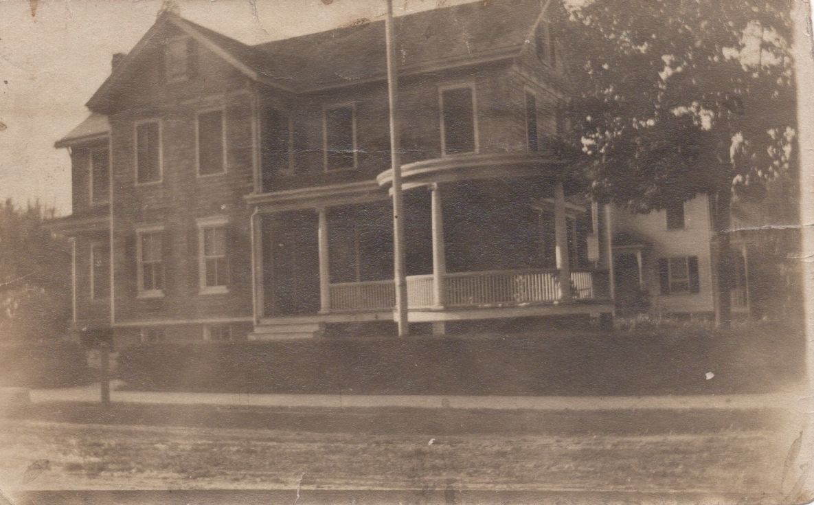 Young Family Home (33 Warren).jpeg