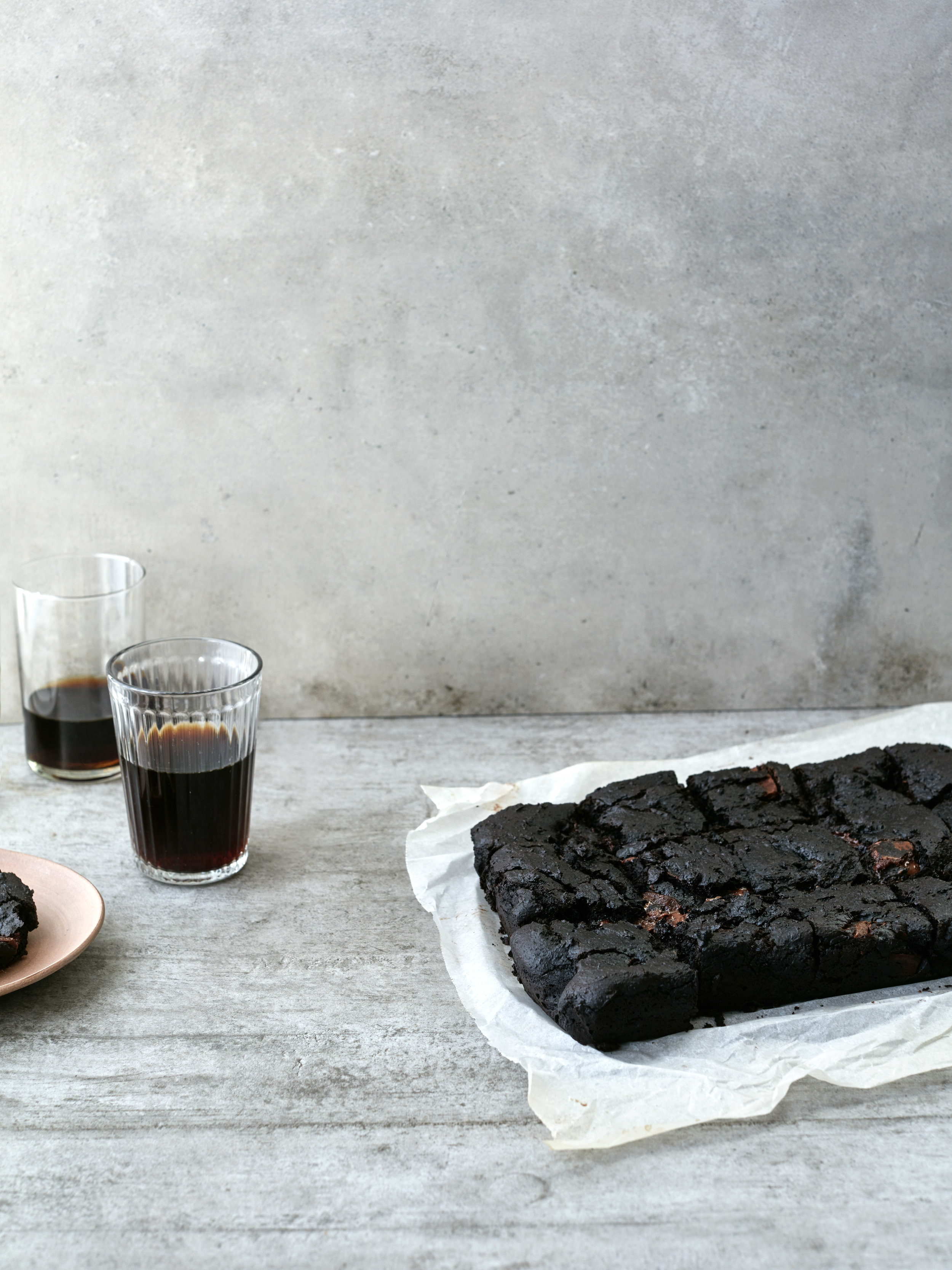Black Tahini Brownies // Kenkō Kitchen. Photography by  Elisa Watson , styling by Kate Bradley (Kenkō Kitchen).