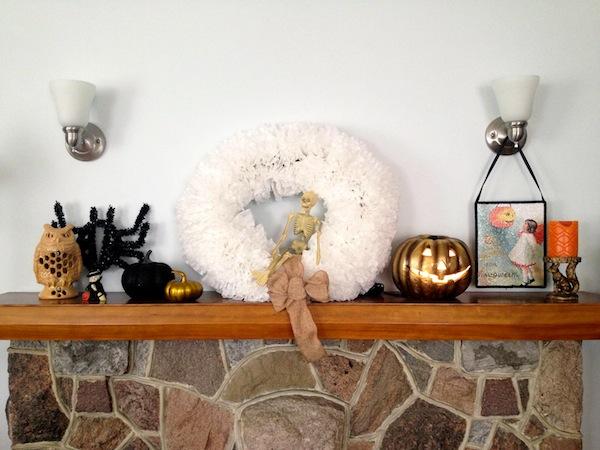 Halloween mantle 1.jpg