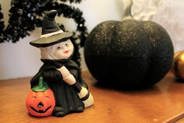 Halloween mantle 5.jpeg