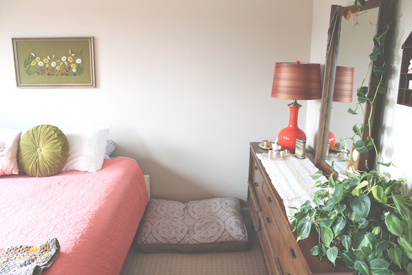 A Vintage-Inspired Bedroom | Rental Revival: DIY Apartment and Home Decor