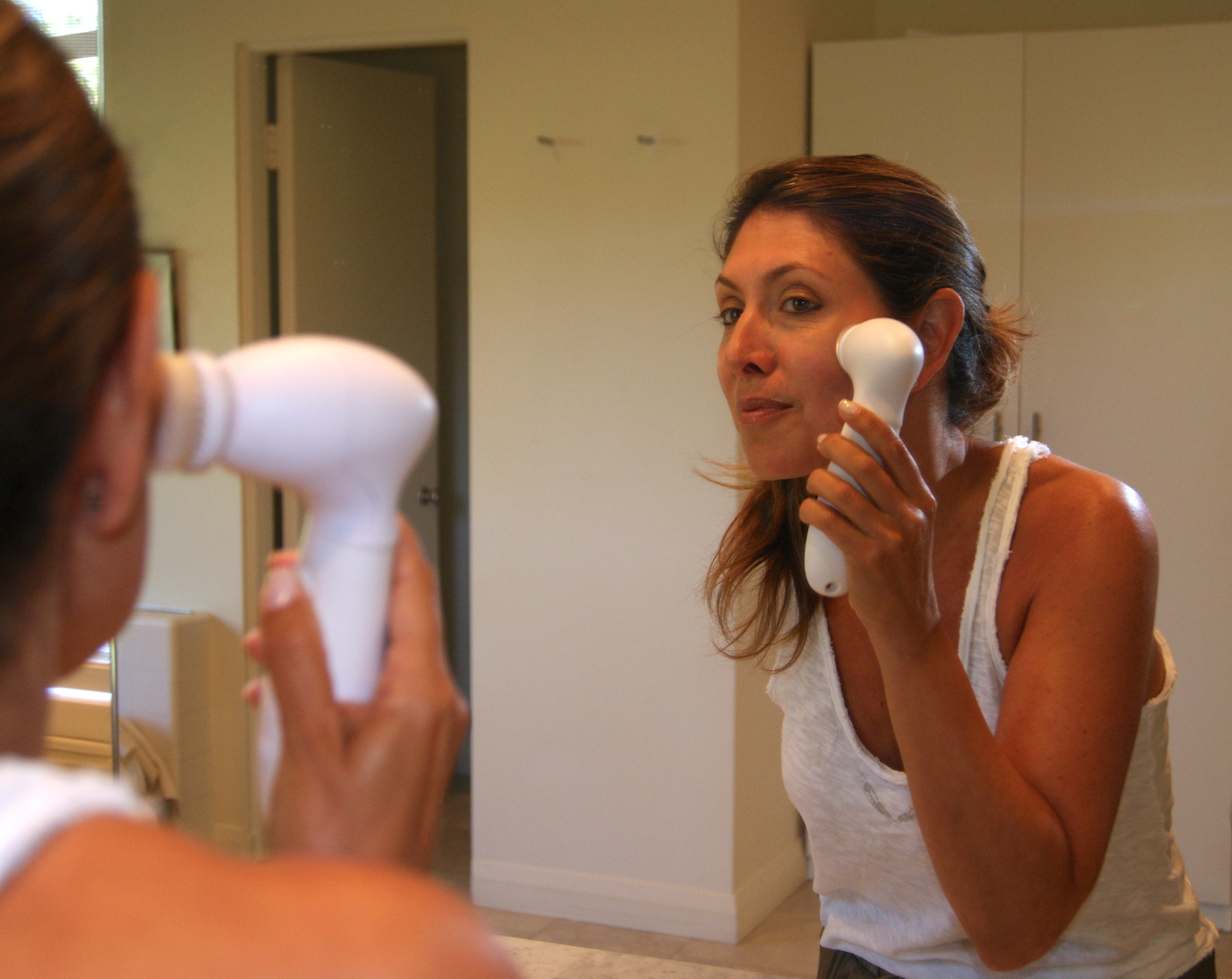 The Spa Sonic's rotating brush is battery-operated and water proof. It gently exfoliates and deep cleans.