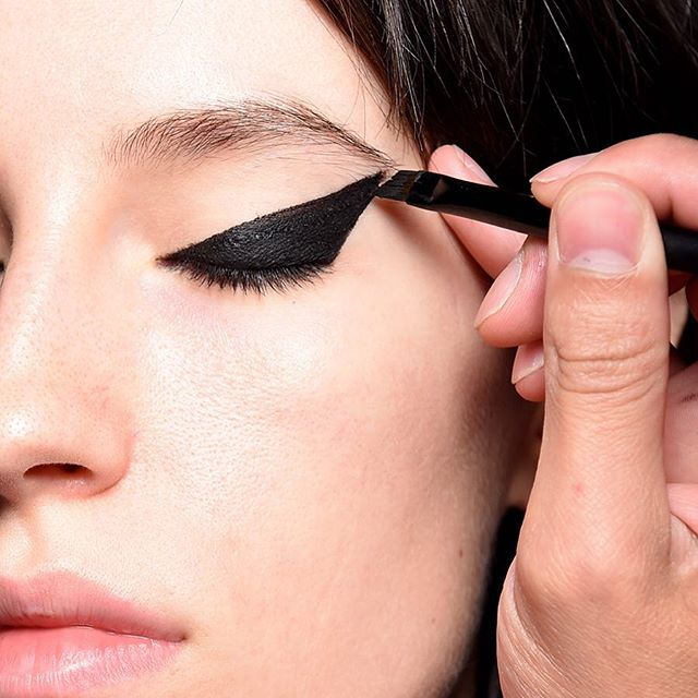 The Dramatic Cat Eye seen at the Creatures of the Wind SS'16 show. Lead Makeup artist Aaron de Mey for NARS Cosmetics.
