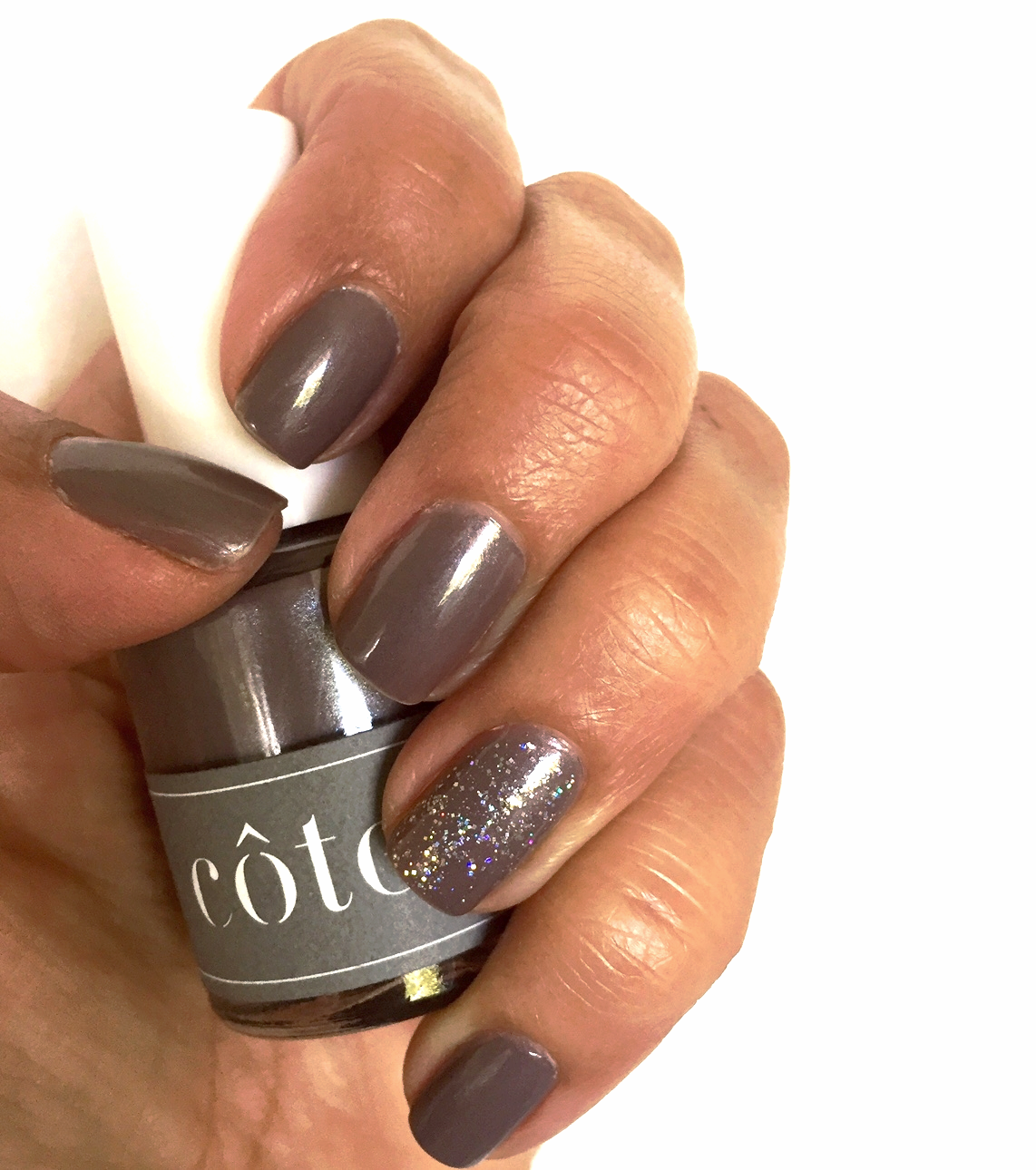 Cote Color No. 40  and  OPI Fabulous Is My Middle Name  on accent nail.