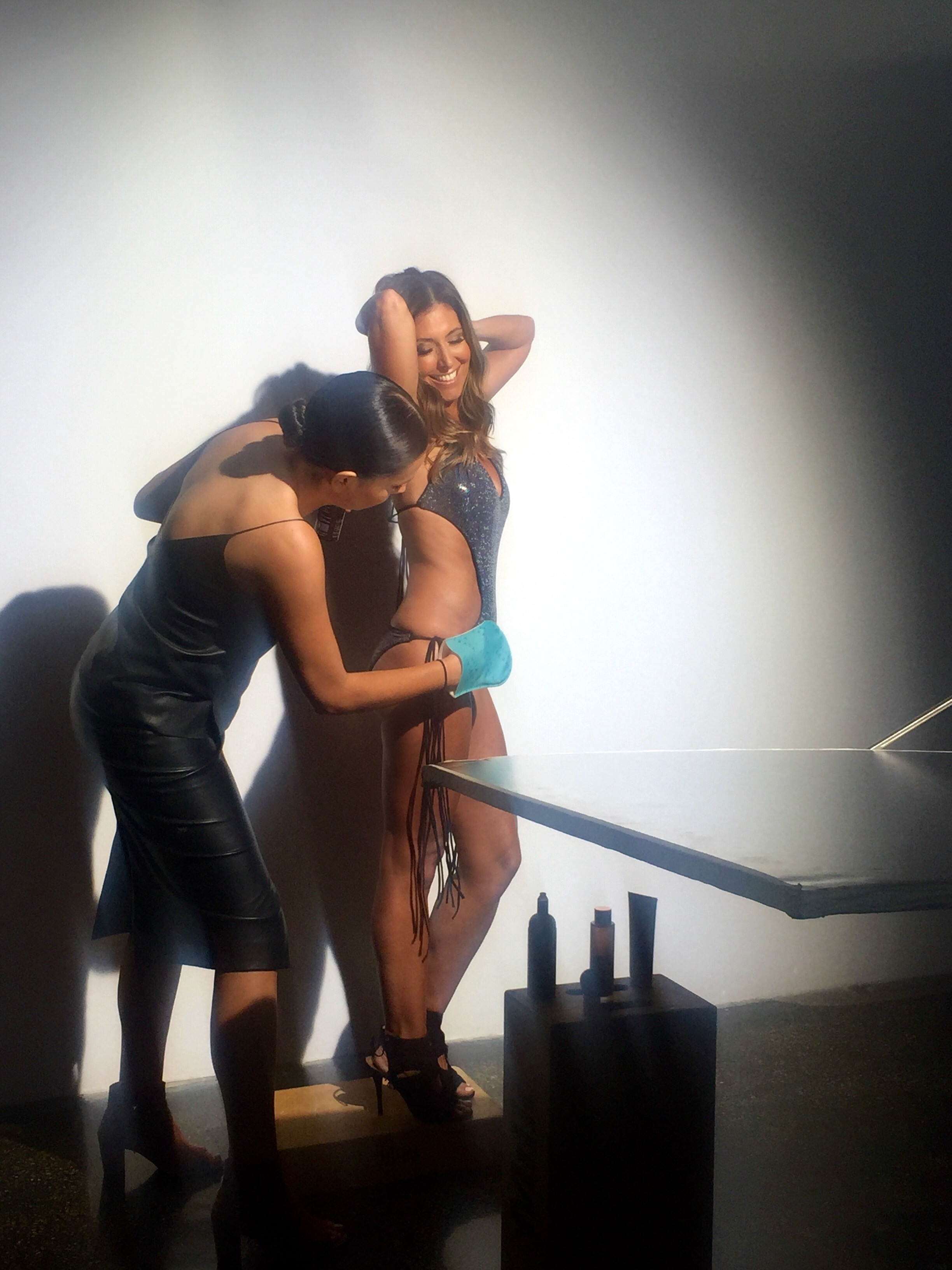 Getting a head to toe body glow on here at the Vita Liberata blogger shoot!