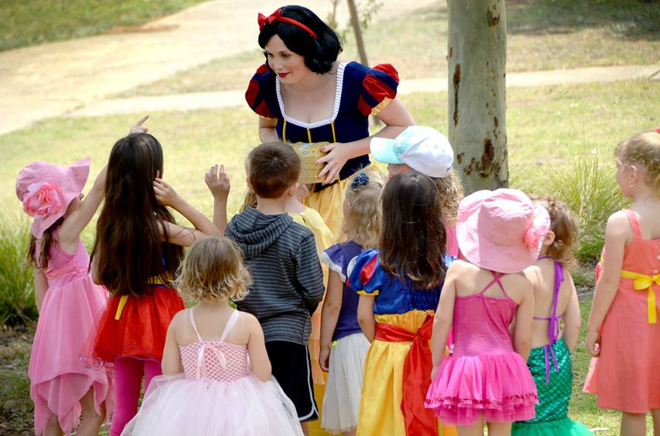 Snow white and the kids.jpg