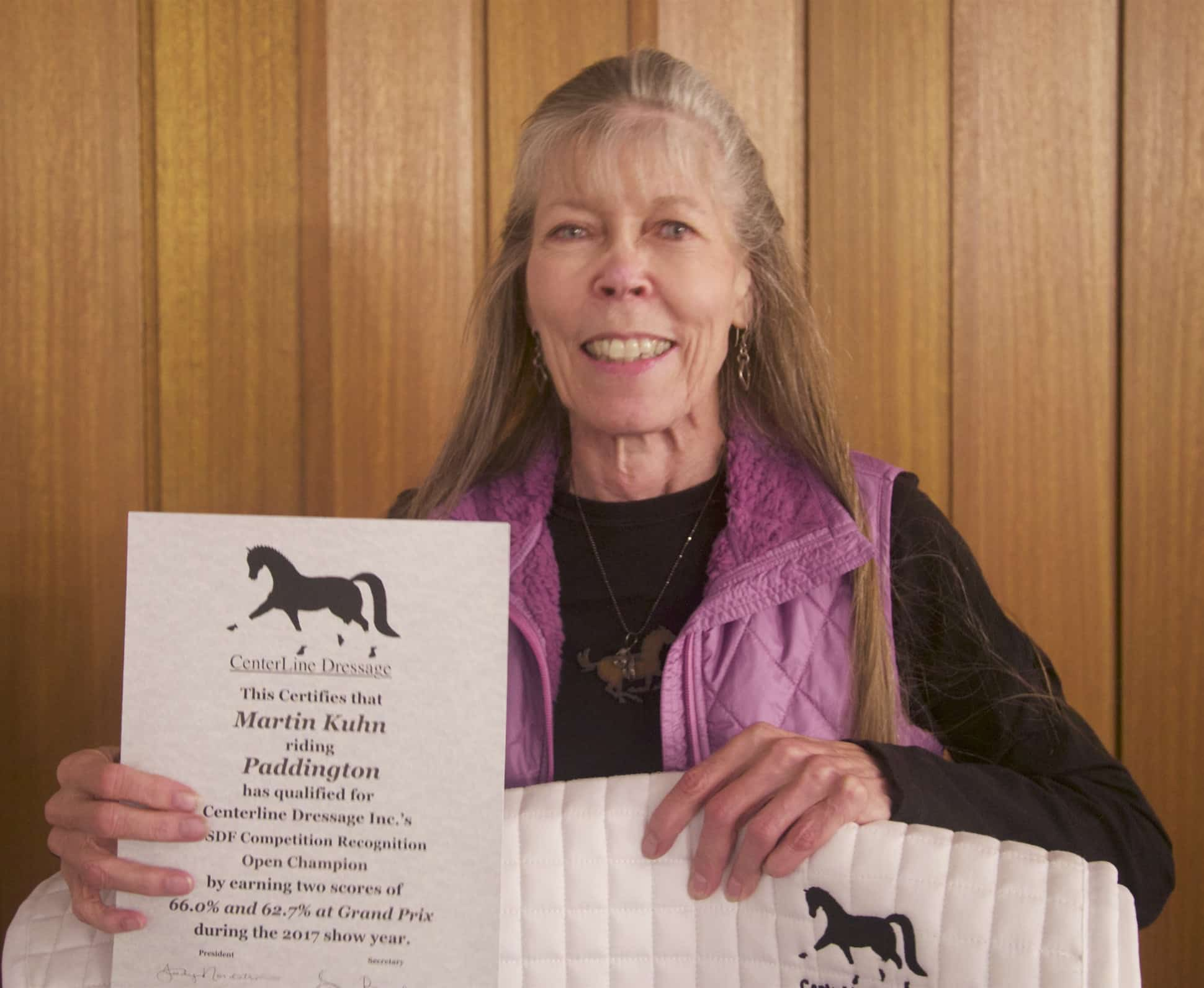 Leslie Burket accepts an award