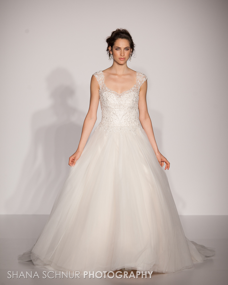 BridalMarket4-19-2015-New-York-Bridal-Fashion-The-Knot-Couture-Runway-Show-Maggie-Sottero-Shana-Schnur-Photography-006.jpg