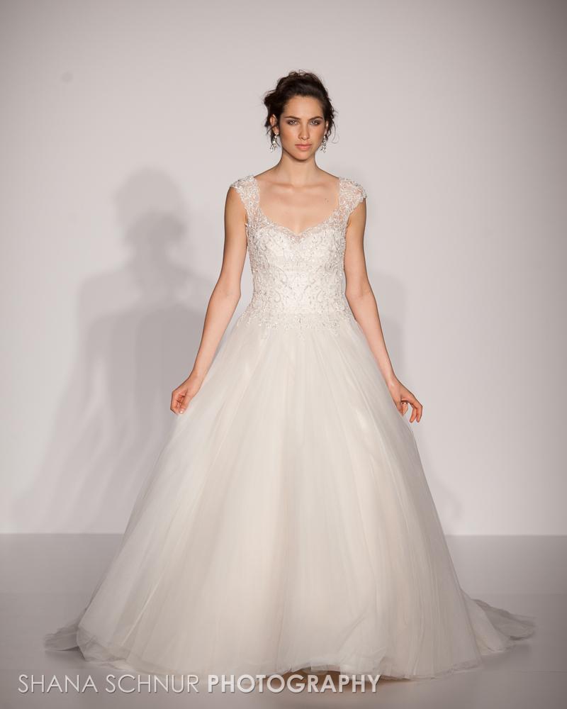 BridalMarket4-19-2015-New-York-Bridal-Fashion-The-Knot-Couture-Runway-Show-Maggie-Sottero-Shana-Schnur-Photography-006.jpg