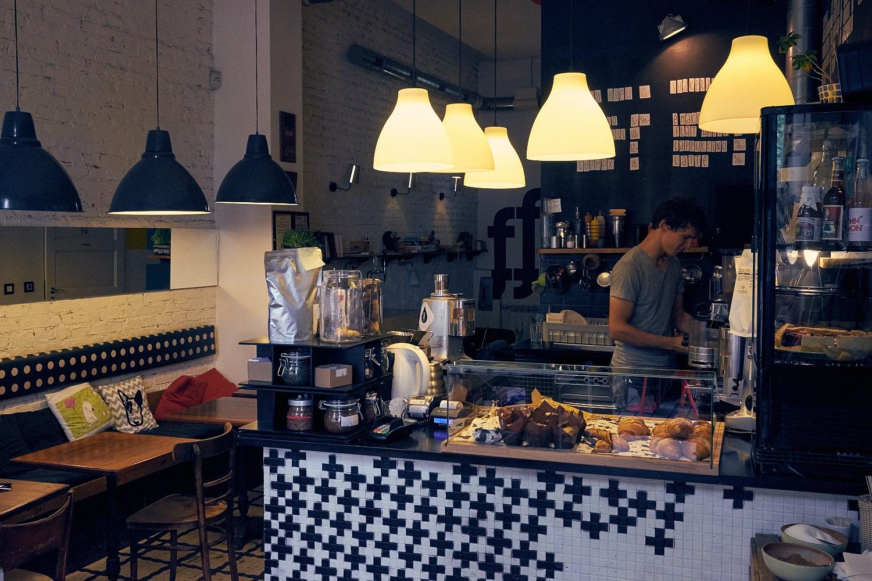 Przytulny lokal z doskonałą kawą i obsługą. To wystarczy.