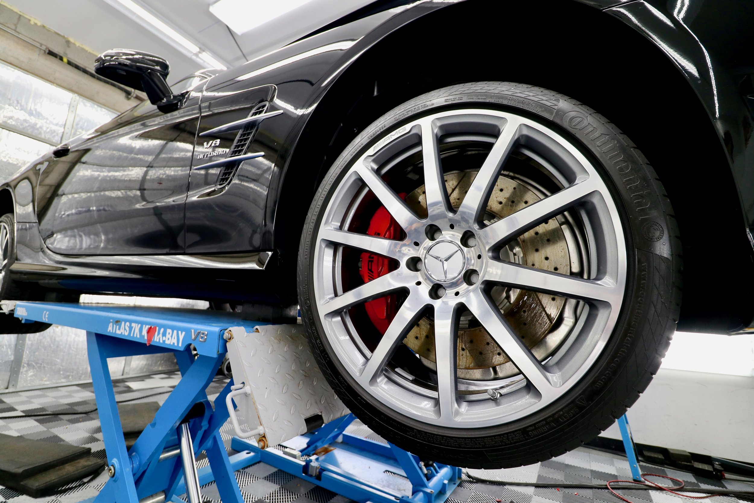 Mercedes Wheel on lift.jpg