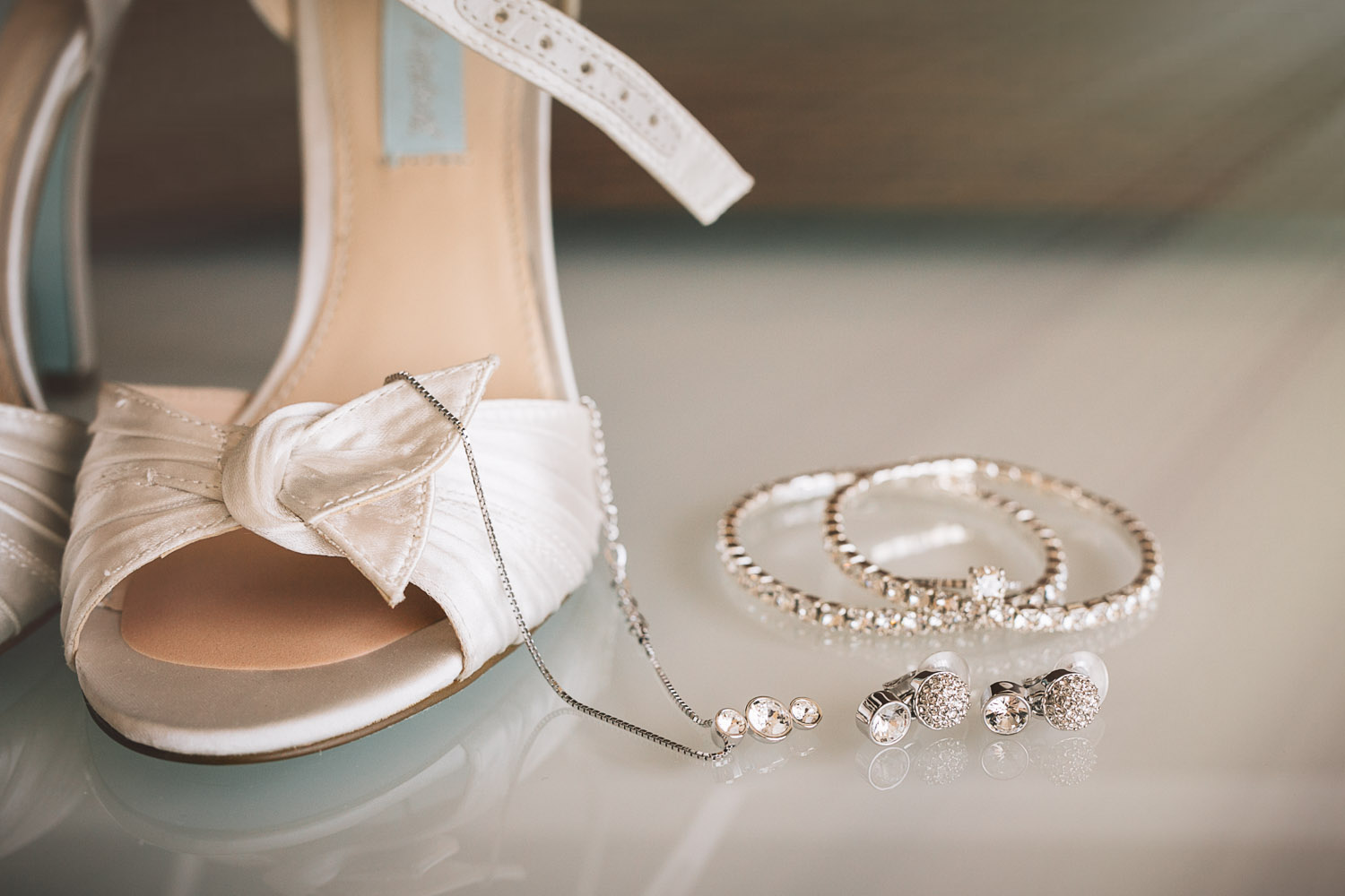 westing wall centre wedding jewelry shoes photographers noyo creative