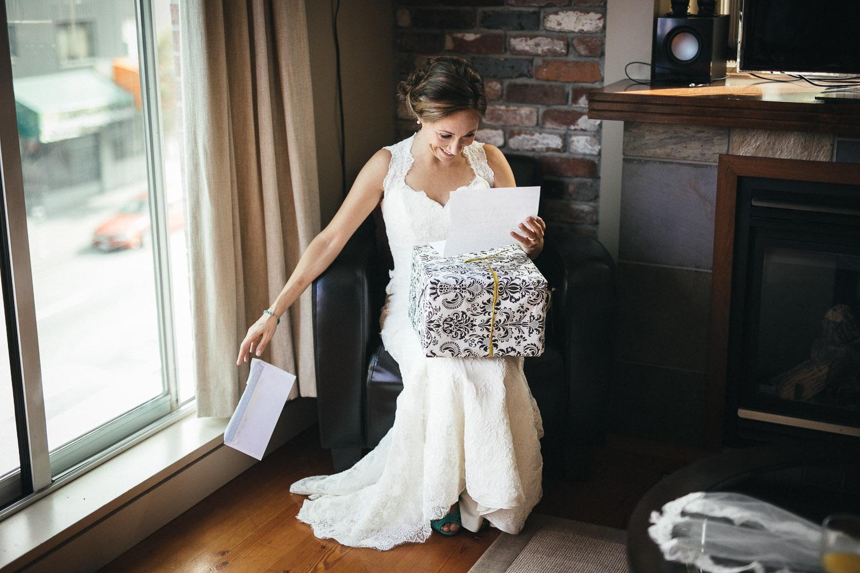 bride getting ready vancouver wedding photographer event noyo creative