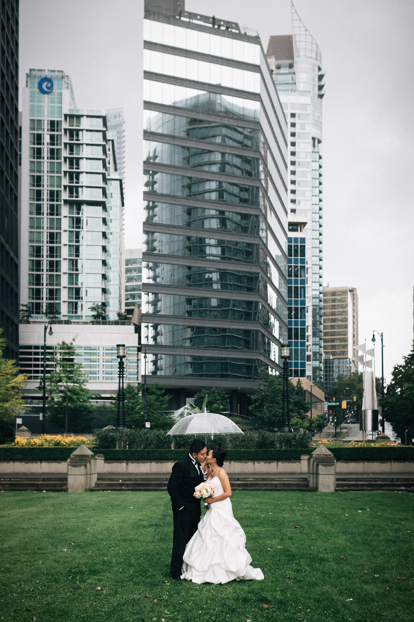 coal harbour vancouver wedding photography