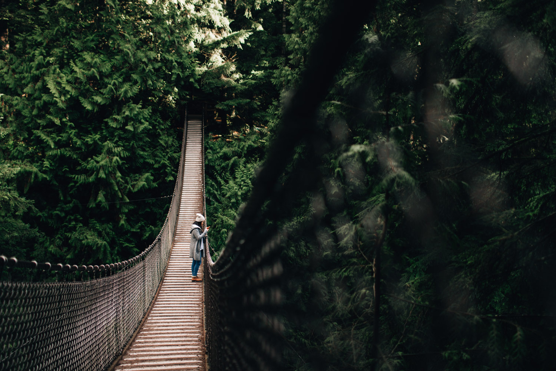 vancouver portrait photographer in North Vancouver at Lynn Canyon Suspension Bridge