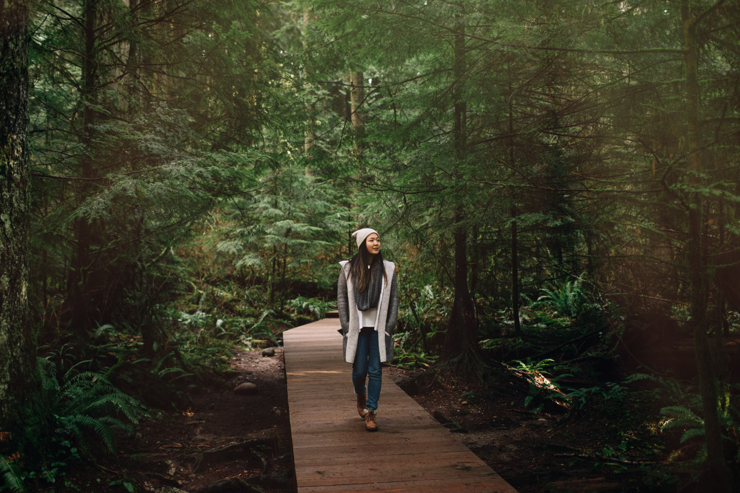 vancouver portrait photography sarah lee hike in Lynn Canyon Park
