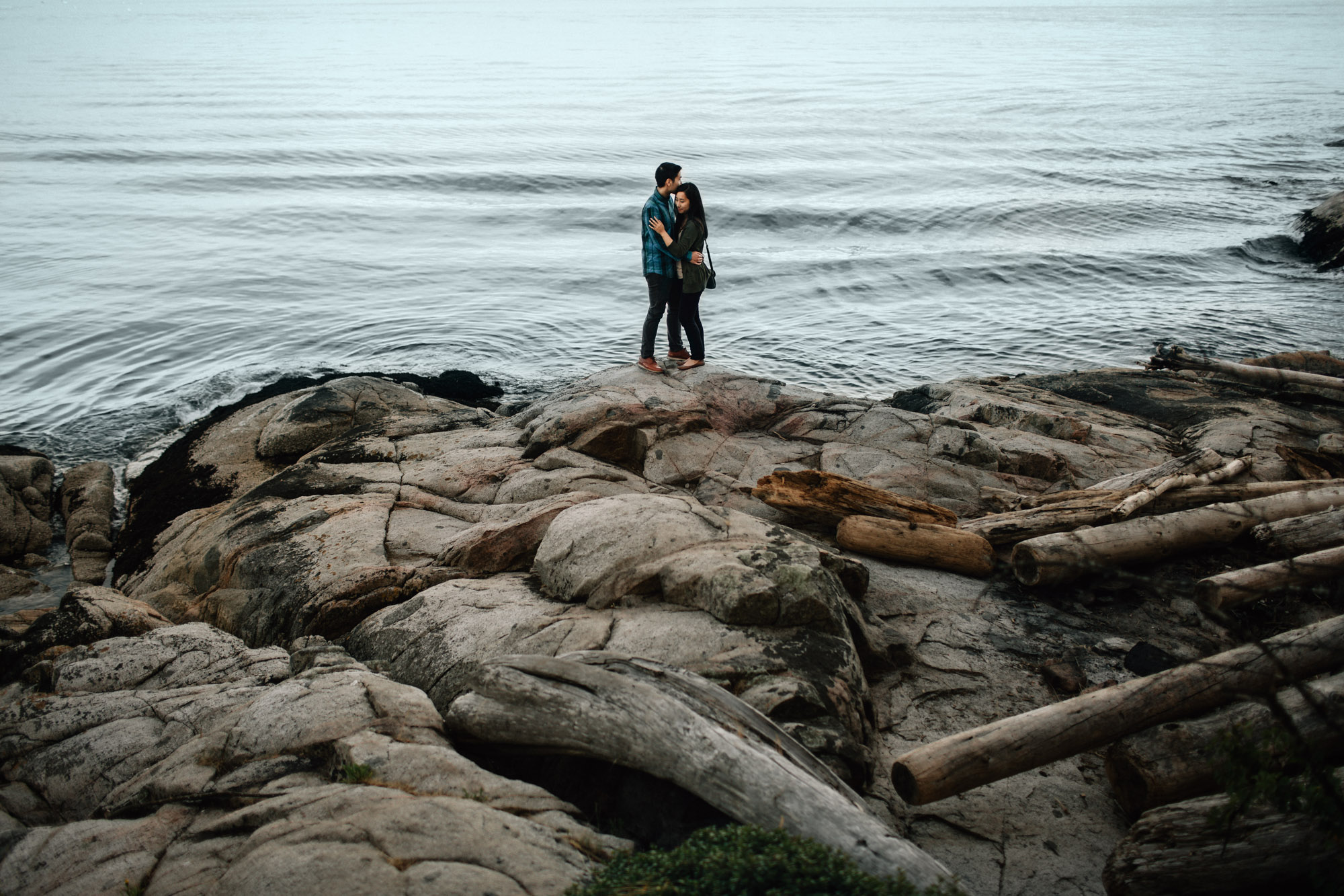 west vancouver engagement photographer noyo creative with mytyl and vincent chow at caulfield park