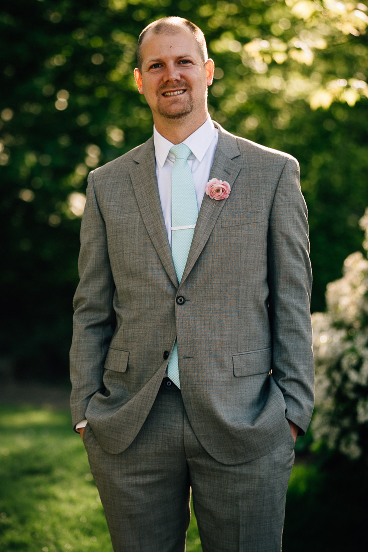 vancouver wedding photography groomsman in coal harbour green park