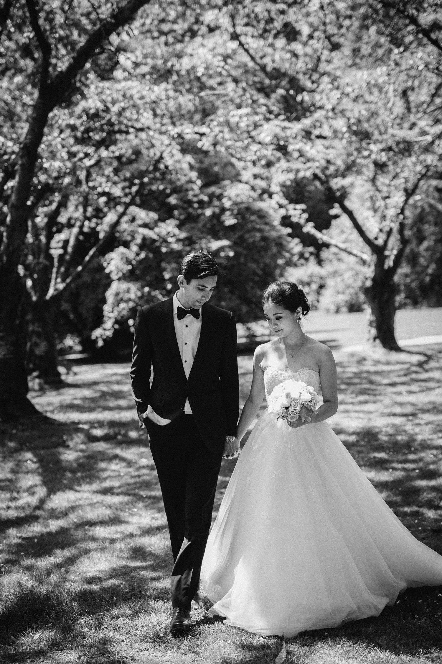 vancouver wedding photography in stanley park rose garden