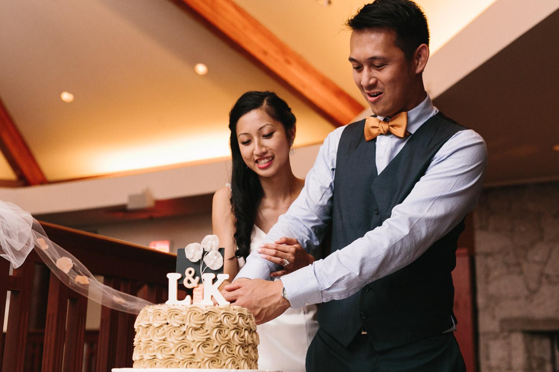 quilchena richmond wedding photographer cake cutting