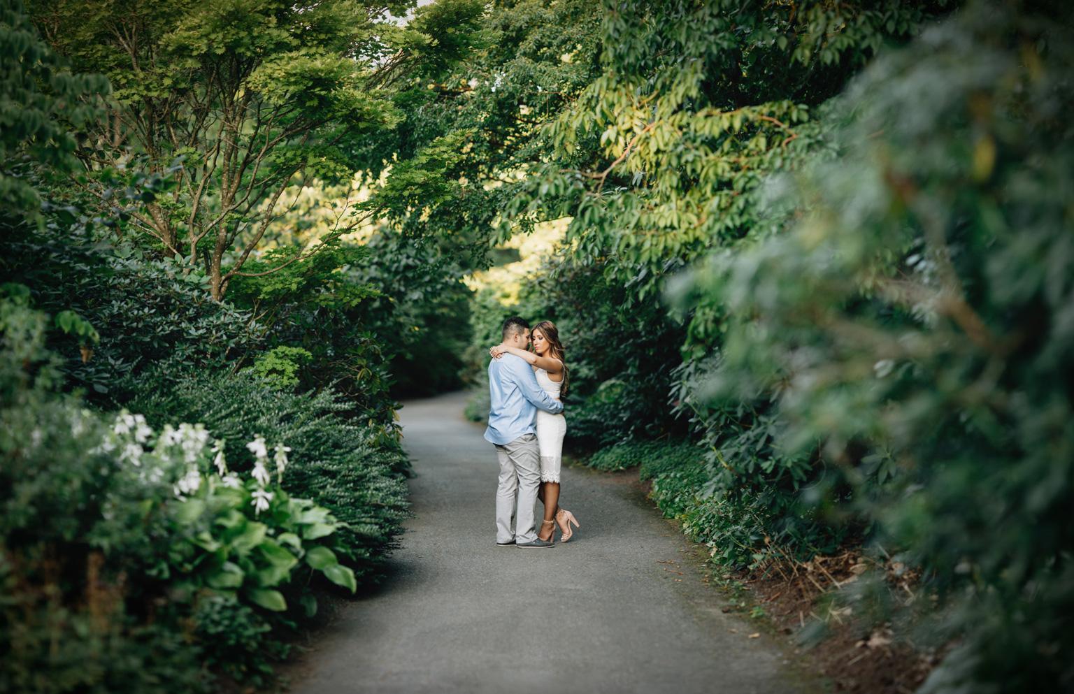 vandusen gardens engagement serbian couple