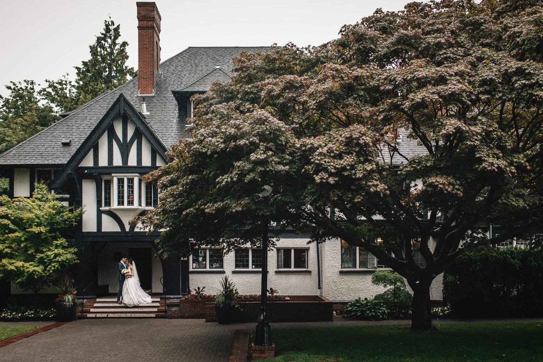 rainy summer day wedding vancouver bc at brockhouse restaurant photography