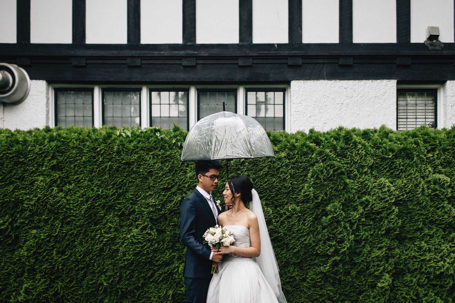 rainy summer wedding in vancouver at brockhouse restaurant clear umbrella photography