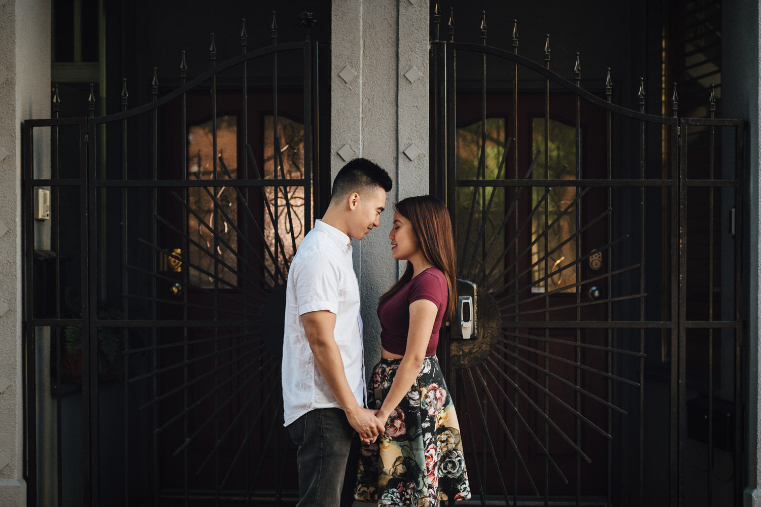 vancouver engagement photography in gastown with jamie and maggie