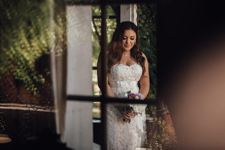 bride portrait at hycroft vancouver wedding in bc