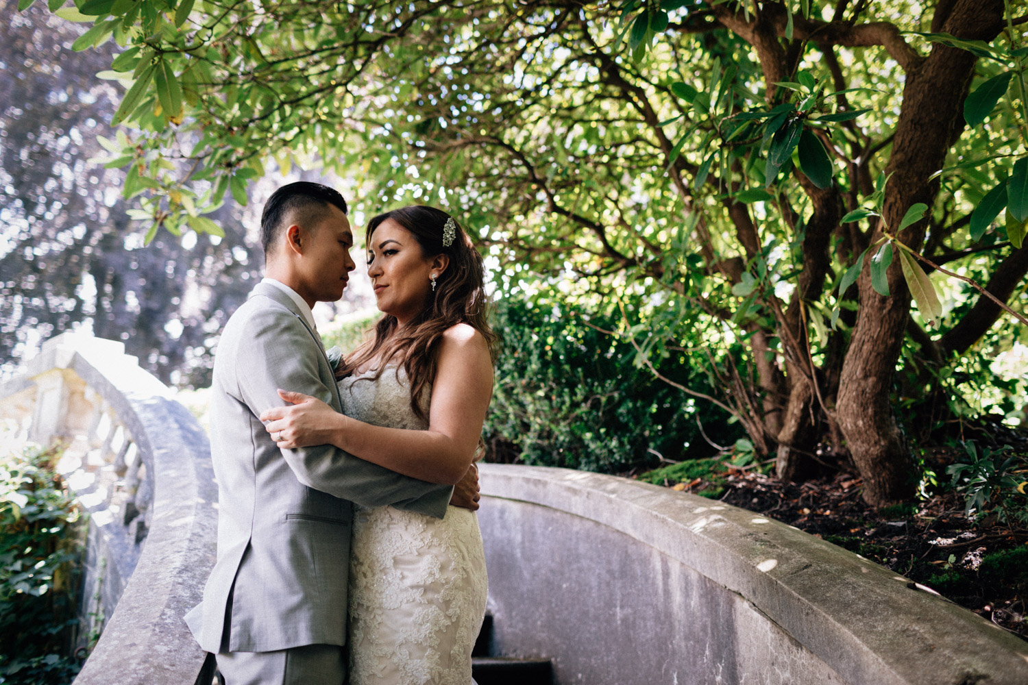 vancouver wedding photographer at hycroft with bride and groom in bc