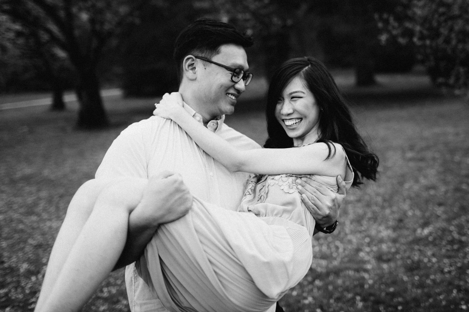 vancouver cherry blossom engagement photography in stanley park