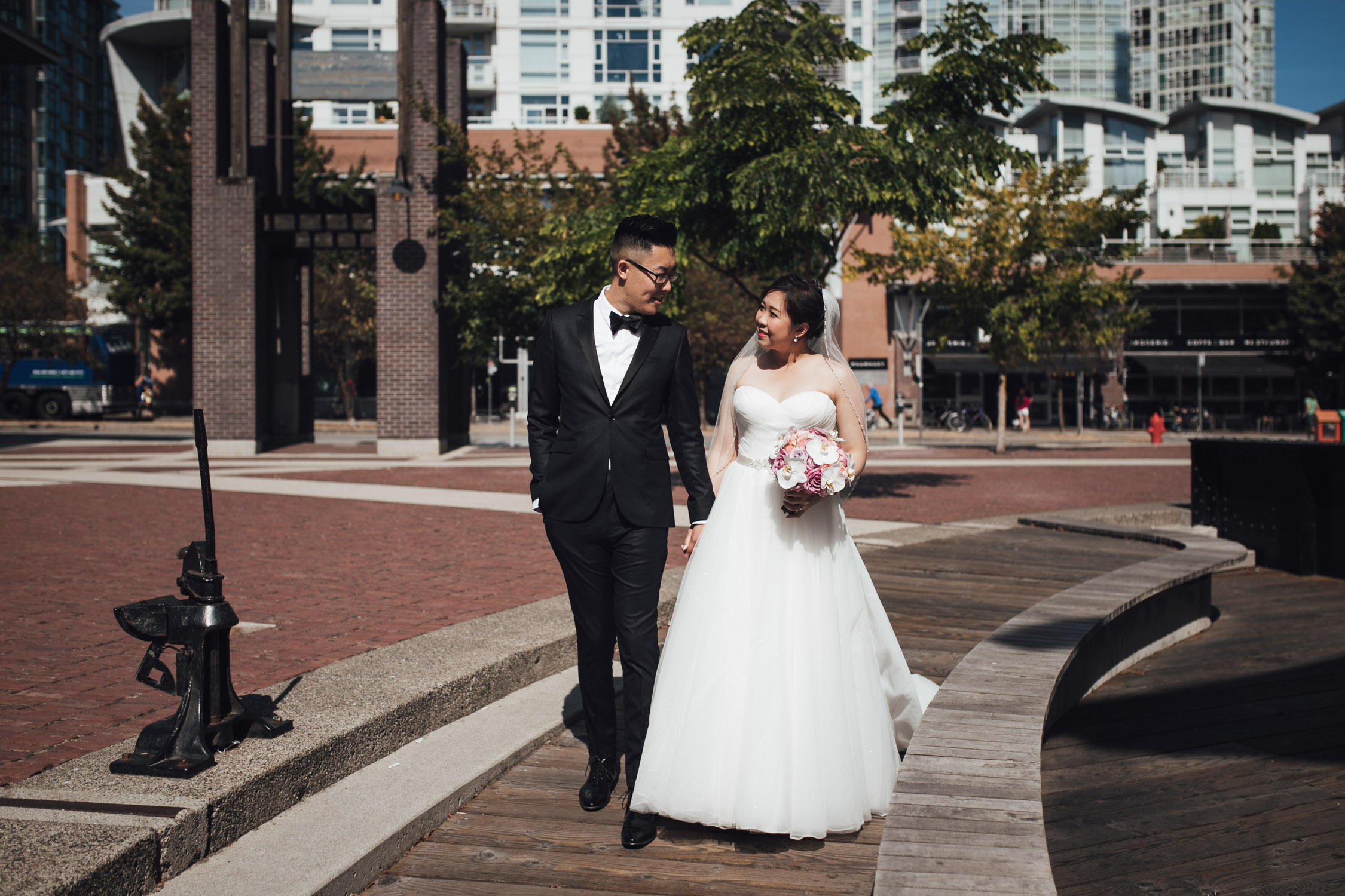 yaletown roundhouse bride and groom portraits vancouver wedding photography