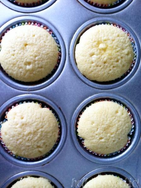 Almond Cupcakes | Hello, Sweetie!