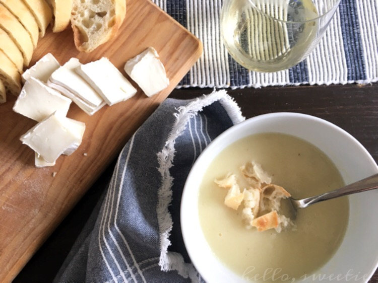 """Vegan """"Creamy"""" Cauliflower & Parsnip Soup 