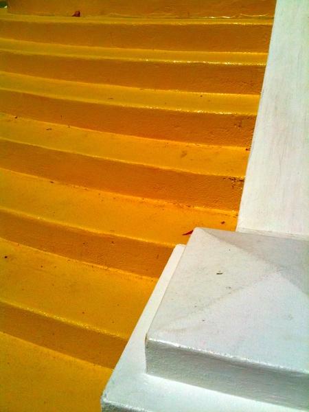 yellowstairs_webversion.jpg
