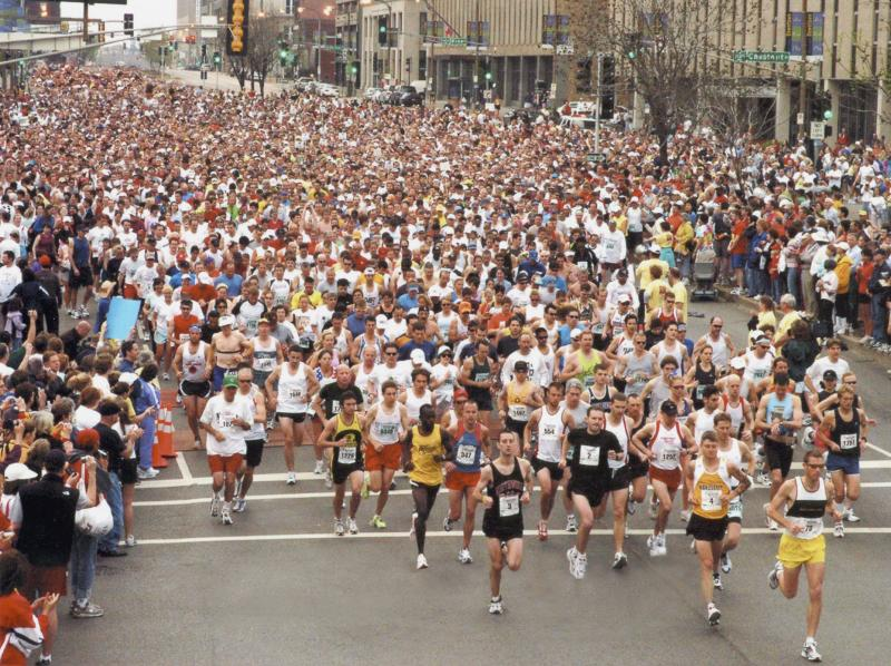 Start of the 2005 GO St. Louis Marathon.