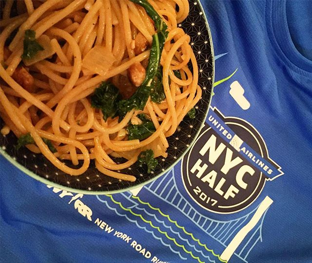 Same pre-race 🍝carbo-loading meal for the last year. 🏃🏻♀️United NYC Half Marathon prep (while watching March madness games 🏀) #ifitaintbrokedontfixit #oldhabits #ilovenoodles #carboloading #nyrr #unitednychalf #preracetradition #raceprep #marchmadness #run #runner #running #instarunner #halfmarathon #race #wholewheat #food #pasta